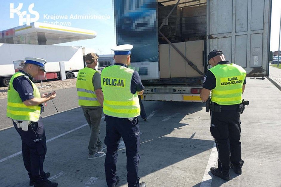 Mazowsze: Funkcjonariusze KAS szukali nielegalnych odpadów
