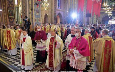 Wiara: Taka uroczystość zdarza się raz na sto lat! 100-lecie poświęcenia kościoła w Myszyńcu