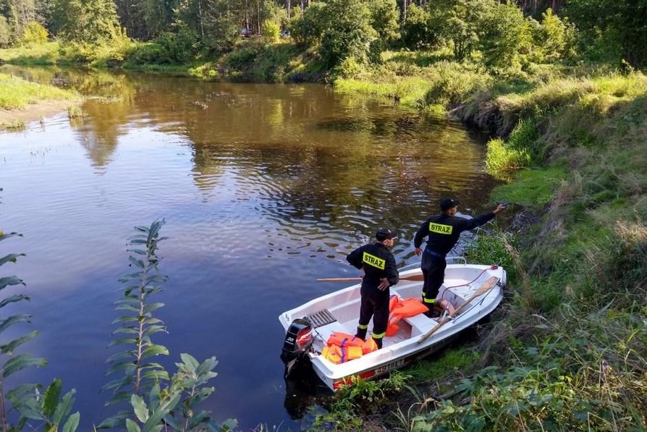 Ciechanowiec: Pozostawione rzeczy nad rzeką. Policja szuka właściciela