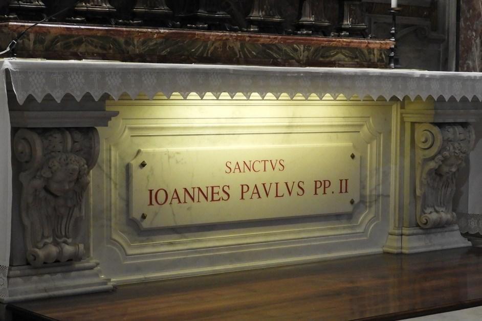 Watykan: Msza przy grobie św. Jana Pawła II